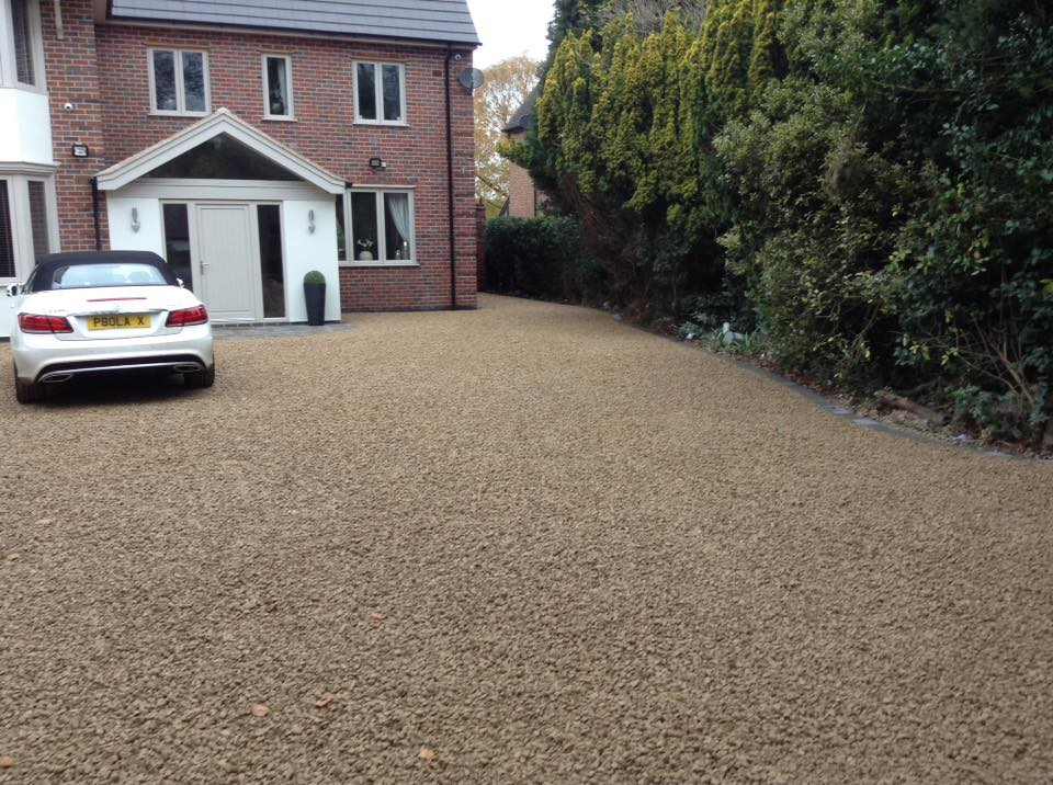 New gravel driveway cropston leicester by prestige drives for Sloped driveway options